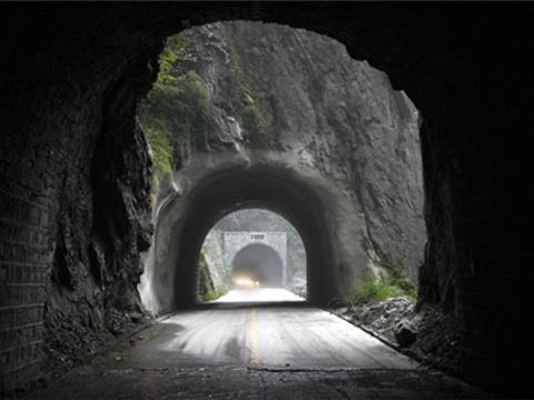 叠彩洞旅游景点图片