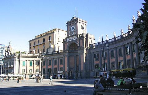 但丁广场的图片