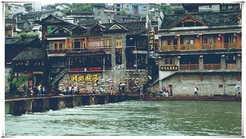 沱江泛舟旅游图片